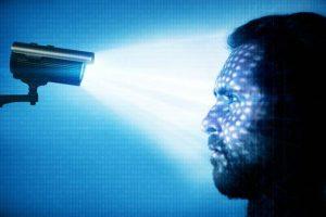 Reconhecimento facial: tecnologia embutida em câmeras de segurança usa algoritmos de inteligência artificial para identificar pessoas (imaginima/Getty Images)