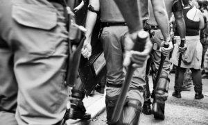 Policiais em São Paulo Foto: Fernando Podolski / Getty Images
