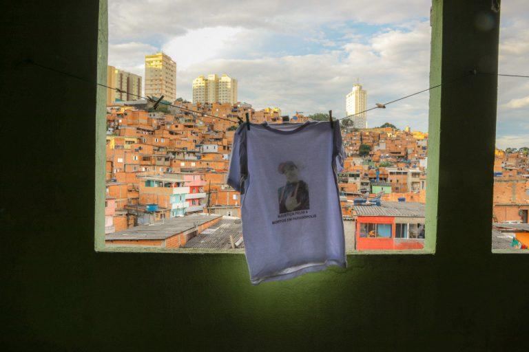 Camiseta feita em homenagem a Denys Henrique, um dos mortos em Paraisópolis | Foto: Pedro Ribeiro Nogueira/Ponte Jornalismo
