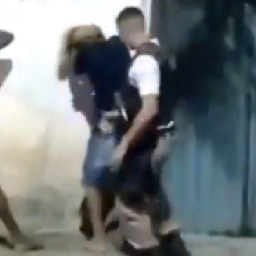 """PM da Bahia agride jovem: """"Você é ladrão, olha o cabelo"""""""